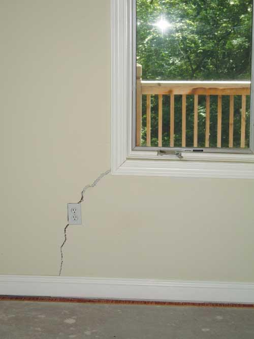 home foundation warning signs in ontario foundation cracks bowed walls slab cracks. Black Bedroom Furniture Sets. Home Design Ideas